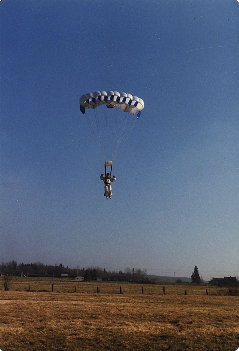 <i>My first parachute</i> – 1980 - Jumping my Strato Star in Blaine, Washington											, 2015 											<a href=' https://paullitherland.com/artsite_wp/wp-content/uploads/1980-Strato-Star-819x1200.jpeg' target='_blank'><img src='https://paullitherland.com/artsite_wp/wp-content/themes/artpress-child/img/artworkDownloadImg.png' title='télécharger image / download image' /></a>  																						<!-- <a href='' target='_blank'>  											<img src='/img/artworkPermalinkIcon.png' title='permalink to photo' /></a> -->