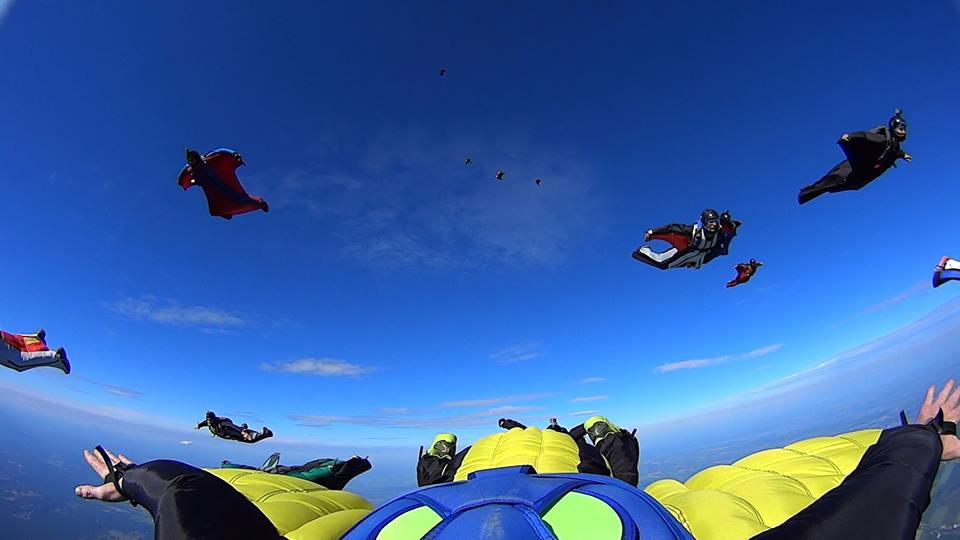 <i>Skydiving photos 1</i> – Training for the 26-way Canadian Wingsuit Formation Record at Parachute Montreal, 2014 <a href='https://paullitherland.com/artsite_wp/wp-content/uploads/PaulLitherland_skydivingPhoto071.jpg' target='_blank'><img src='https://paullitherland.com/artsite_wp/wp-content/themes/artpress-child/img/artworkDownloadImg.png' title='télécharger image / download image' /></a> <!-- <a href='' target='_blank'> <img src='/img/artworkPermalinkIcon.png' title='permalink to photo' /></a> -->